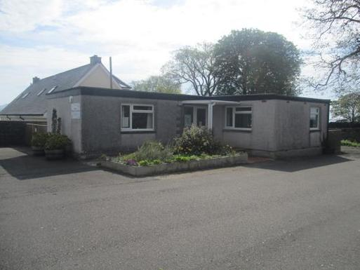 Single storey house located in quiet area contains meeting room, library.