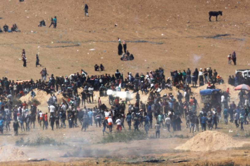 crowds on open land near Gaza/Israel border